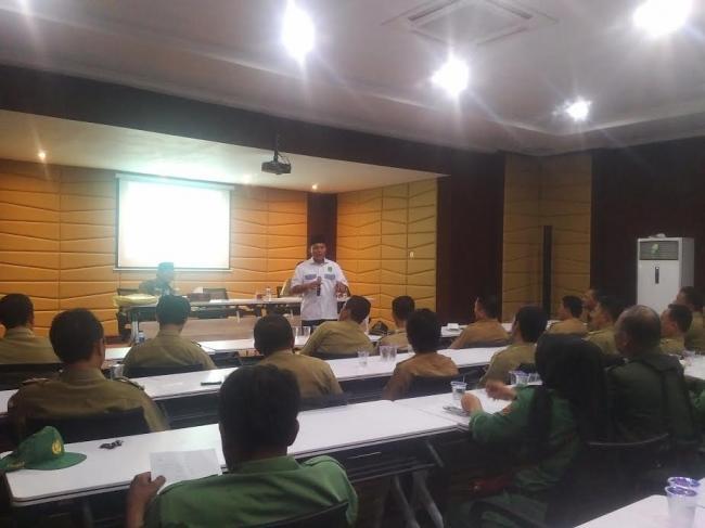Bupati Lampung Tengah DR. Ir. Mustafa saat memberikan sambutan dalam sosialisasi program ADK tahun 2017 di rumah dinas bupati, Selasa, 13/12/2016.