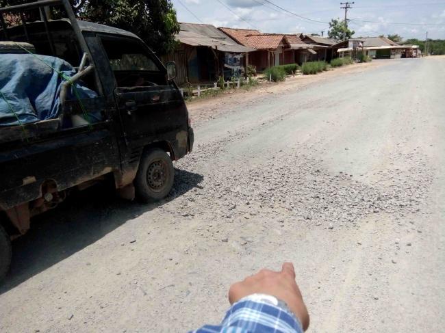 Pengerjan Jalan Dimesuji Timur Asal Jadi dan Velume Dikurangi
